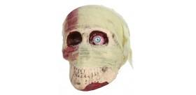 Cráneo vendado con 1 ojo