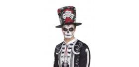 Sombrero Día de los Muertos con cráneos y rosas.